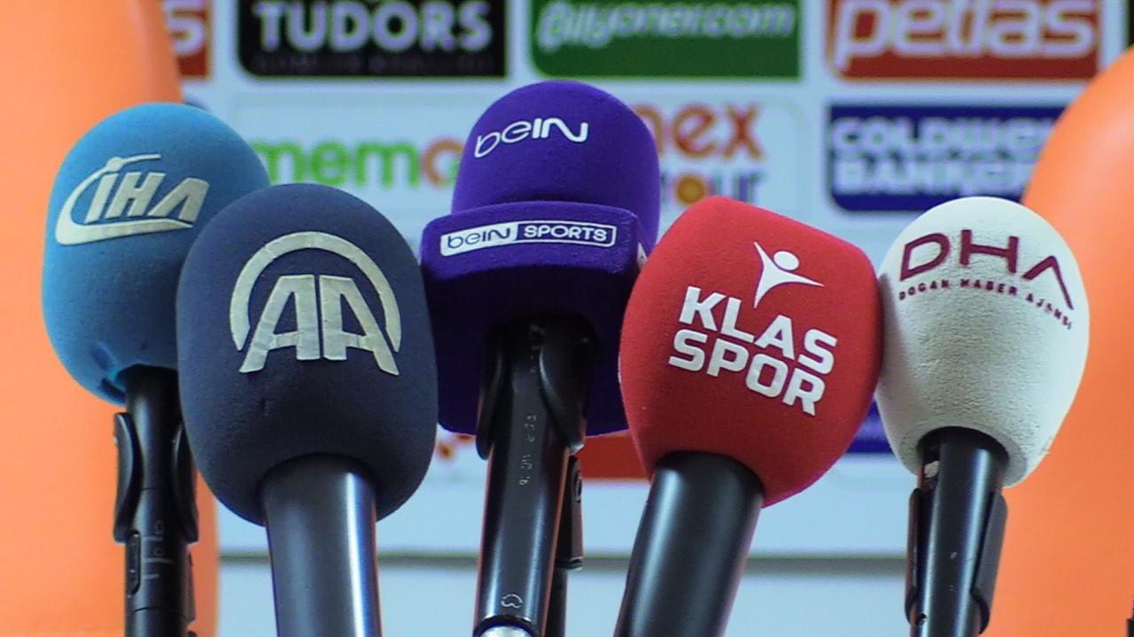 Lider takımın teknik direktörü Erkan Sözeri, basın mensuplarının sorularını yanıtlıyor...